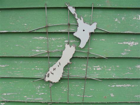 kiwiana garden art nz map felt