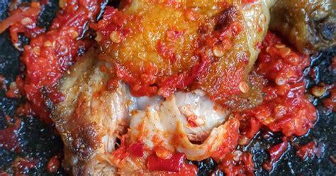 Perpaduan bumbu pada resep ayam geprek ini memberikan kelezatan yang luar biasa. Resep Ayam Geprek Ala Pak Gembus - Resep Book r