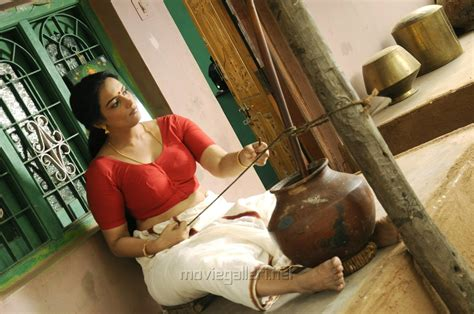 721337 swetha menon in thunai mudhalvar tamil stills new posters