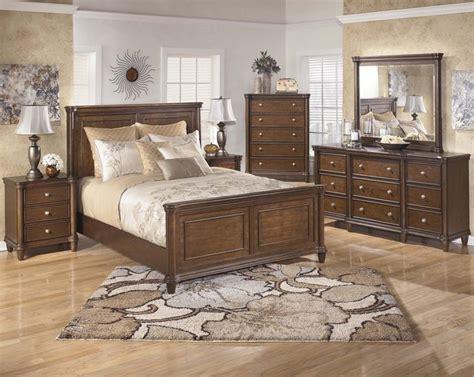 Daleena King Size Bedroom Set  Transitional Bedroom