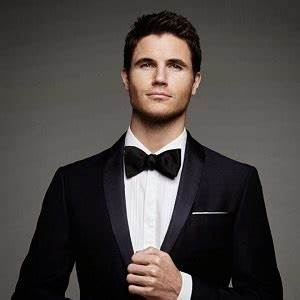 Robbie Amell Biography - Affair, Married, Wife, Ethnicity ...