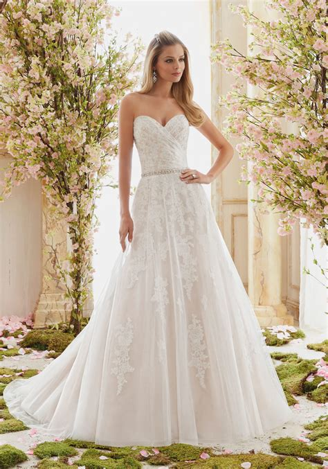tulle  beaded lace appliques wedding dress style