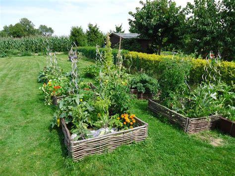 que planter dans potager que planter et semer dans un potager en lasagne le jardin d une gourmande paresseuse