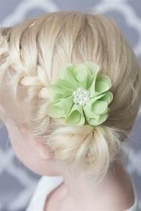 Chignon Demoiselle D Honneur Mariage : coiffure b b fille 62 id es faciles et trop mignonnes ~ Melissatoandfro.com Idées de Décoration