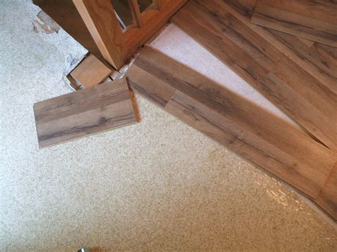 how to lay laminate flooring in a kitchen how to lay laminate flooring in one day 9783