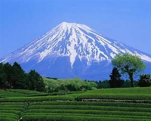 Battling Mount Fuji | Bootprints in the Sand
