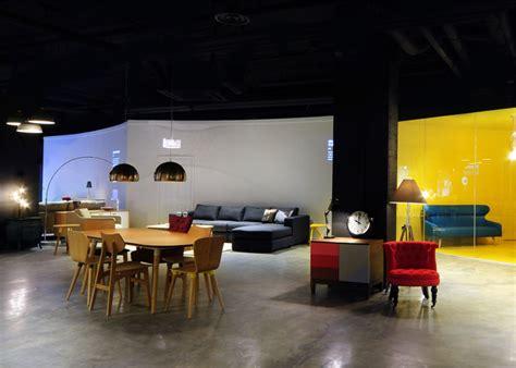 bureau de change places projections in made showroom