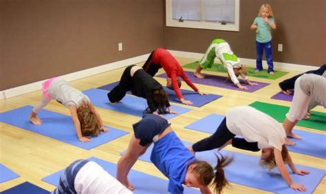 2 juegos de niñas y niños perfectos para divertirse aprendiendo. La investigación en el campo del yoga ha demostrado que ...
