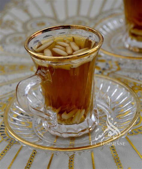 patisserie et cuisine thé à la menthe et aux pignons