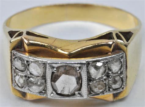 Een 18 Karaats Wit En Geel Gouden Ring Bezet Met Diamant