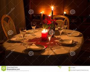 Candle Light Dinner Zuhause : dinner table in candle light with flowers glasses and plates stock photo image 31178250 ~ Bigdaddyawards.com Haus und Dekorationen