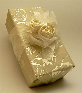 Impressive gift package design inspiration for christmas for Wedding gift wrapping ideas