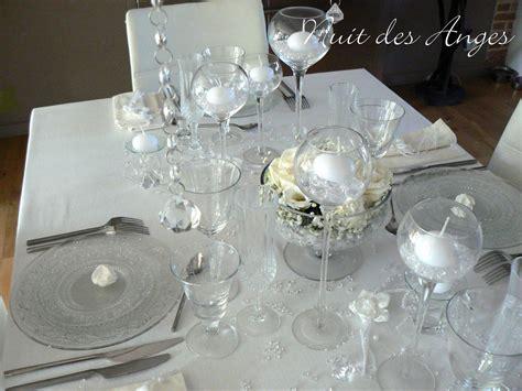 deco de table gris et blanc d 233 coration de table blanche nuit des anges
