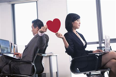 relation amoureuse au bureau comment gérer une relation amoureuse au travail regionsjob