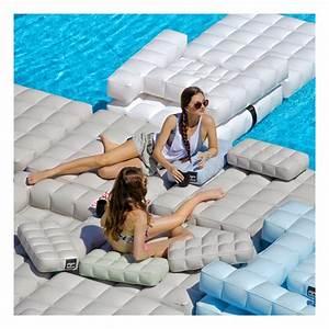 coussin gonflable piscine pigro felice zendart design With mobilier de piscine design