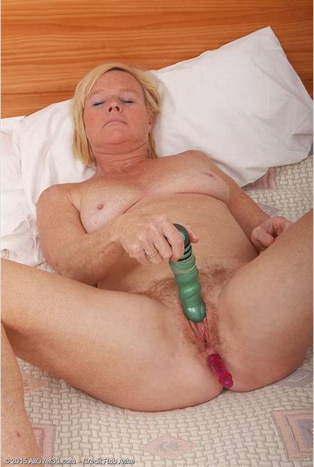 49 Yr Old Sabine Jamming a Sizable Blue Magic Wand in to the Girl Older Babe Box ...