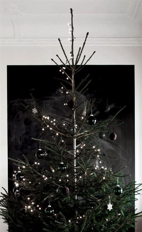 34 moody and dark christmas d 233 cor ideas digsdigs