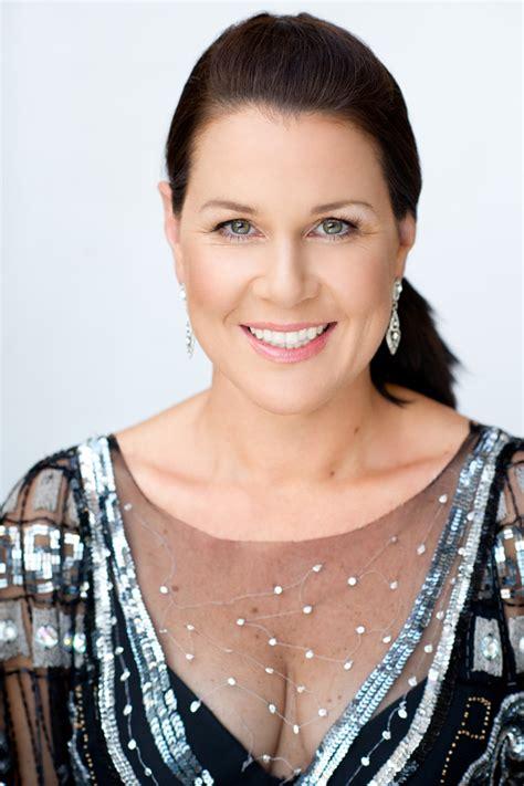 australian actress julia morris julia morris guest keynote event speaker icmi