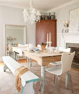 Casa de campo con muebles rústicos, clásicos y modernos