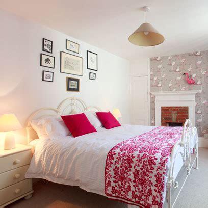 Bedroom Decorating Ideas Wallpaper by Bedroom Wallpaper Decorating Ideas