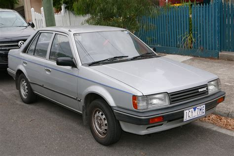 Service Manual [1986 Mazda Familia Engine Removal Process