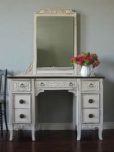 Great presence of bedroom vanity and setting in minimalist for Bedroom vanities with mirrors