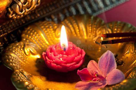 Meditazione Candela by Meditazione Con Incenso E Una Candela Immagine Stock