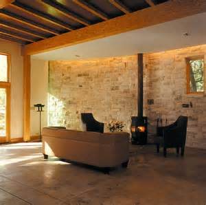 wandgestaltung mit stein inspiration natursteinmauer im wohnzimmer bild 9 schöner wohnen