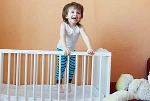 Chambre Enfant 2 Ans : quel lit pour b b de 2 ans cdiscount ~ Teatrodelosmanantiales.com Idées de Décoration