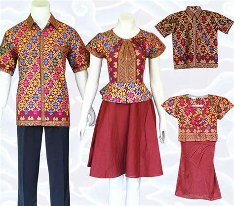 baju batik sarimbit keluarga modern berupa baju mama papa