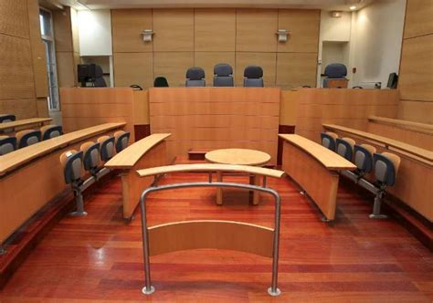 mont de marsan 233 nerv 233 il casse la barre d audience du tribunal de grande instance sudouest fr