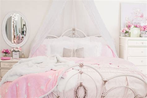 Essentials In Bedroom by Pretty Essentials For A Lovely Bedroom Shabby Chic