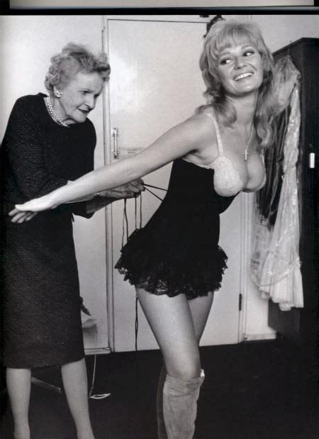 Stephanie Beacham (Dracula A.D.1972) | Classic actresses ...
