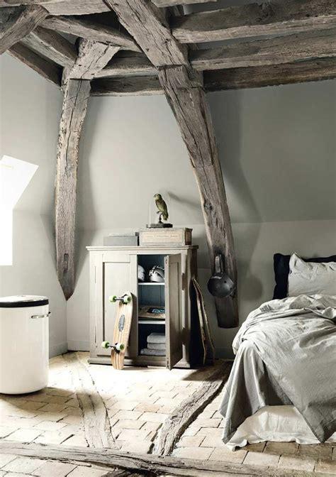 chambre en poutres en bois pour la déco de la chambre à coucher moderne
