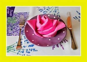 Rose Aus Serviette Drehen : servietten falten rose servietten ~ Frokenaadalensverden.com Haus und Dekorationen