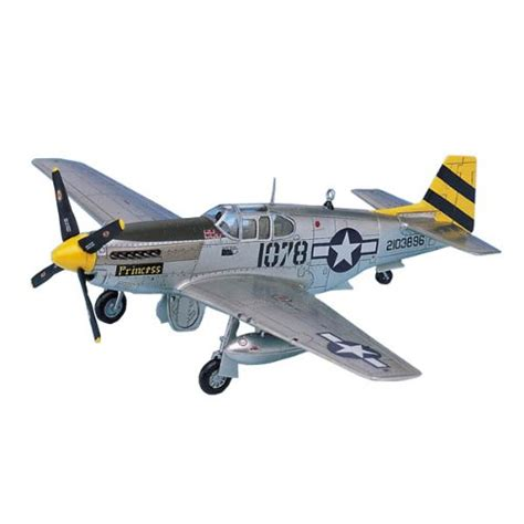 Academy The Fighter Of World War Ii P-51c Model Kit