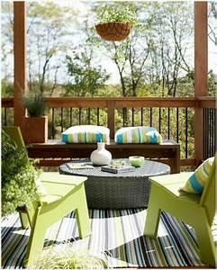 Balkongestaltung Kleiner Balkon : fr hlingsdeko basteln den kleinen balkon frisch gestalten ~ Frokenaadalensverden.com Haus und Dekorationen