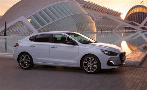 hyundai i30 fastback kaufen test driving the hyundai i30 fastback in wallpaper