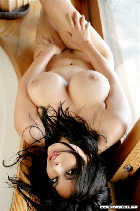 A Wet Tera Patrick Is Sexy In The Shower And Her Tits Are