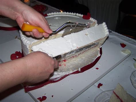 how to cut a cake the business of weddings how to cut a wedding cake