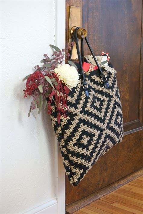 Rug In A Bag by Oversized Carpet Bag Diy Francois Et Moi