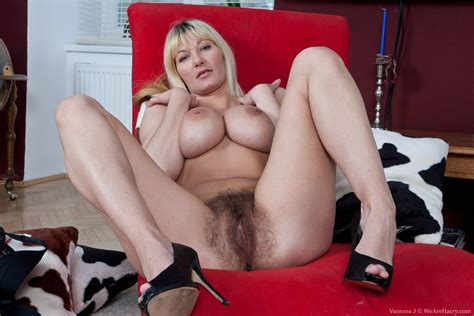 Vanessa J Loves To Show Her Incredibly Hairy Body Pichunter