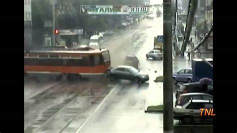 accidents de la route en russie compilation d accidents de voitures en russie juin 2012