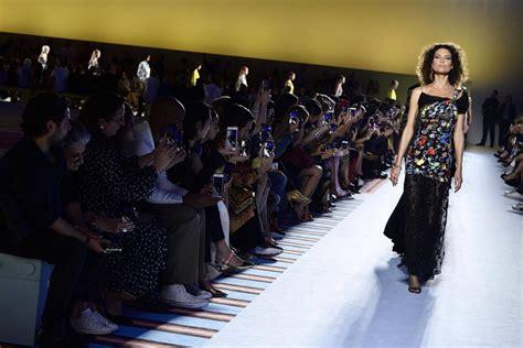 neunziger jahre mode bilderstrecke zu mail 228 nder modewoche der geist des kamelhaarmantels bild 1 7 faz