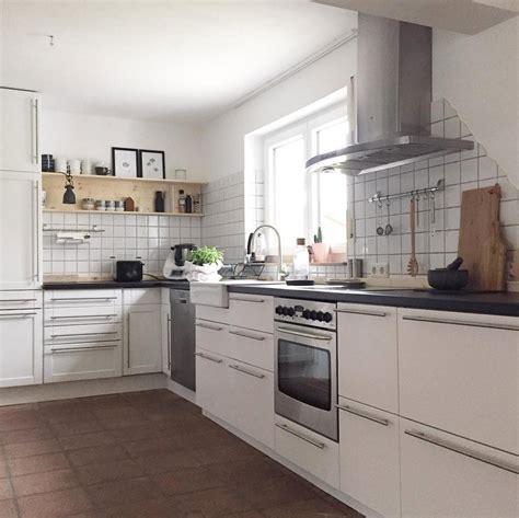 Weisse Küchen Bilder by Wei 223 E K 252 Chen Mit Holzarbeitsplatten Wohnkonfetti