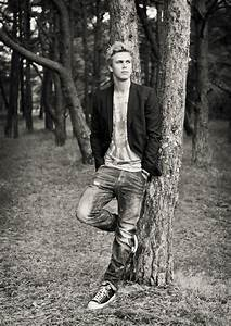 Modellbilder, male portrait, outdoors tree [Photo by Anna ...