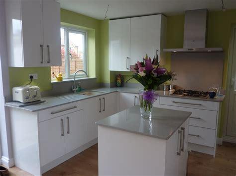 white gloss kitchen  stevenage hertfordshire kitchen