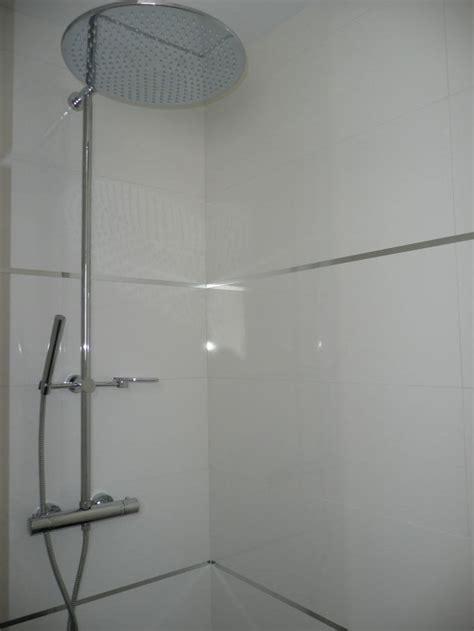 photo faience de la douche parentale avec baguettes inox