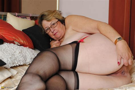 horny mature lady playing on her bed