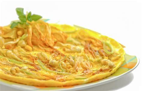 frittata fiori di zucca frittata di fiori di zucca e ricotta ricetta